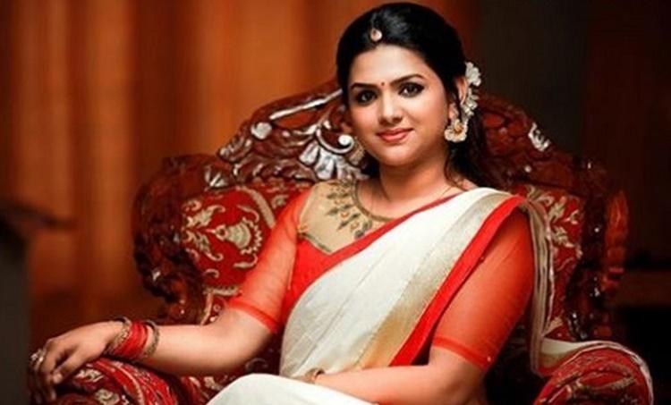 lakshmi pramod, lakshmi pramod serial actress, lakshmi pramod Pookkalam Varavayi, lakshmi pramod Pournamithinkal