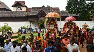Navaratri 2020 , Navaratri 2020 celebration, Navaratri procession, Navarathri, Navaratri idols, Devaswom Minister, Kadakampally Surendran, നവരാത്രി ഘോഷയാത്ര, നവരാത്രി, കടകംപള്ളി സുരേന്ദ്രൻ, Padmanabha swamy temple. Navaratri 2020 garba rules, gujarat navaratri rules, navratri garba, gujarat garba, covid updates gujarat, gujarat coronavirus updates, navratri garba sops, Indian express malayalam, IE malayalam
