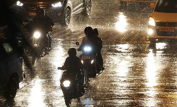 Rain, Weather, Monsoon, City Rain, Climate, Water Logging, Kerala weather, കാലാവസ്ഥ, Kerala weather report, weather today, rain today, കേരളത്തിലെ കാലാവസ്ഥ, weather thiruvananthapuram, കാലാവസ്ഥ തിരുവനന്തപുരം, weather kochi, കാലാവസ്ഥ കൊച്ചി, weather palakkad, കാലാവസ്ഥ പാലക്കാട്, weather kozhikode, കാലാവസ്ഥ കോഴിക്കോട്, weather thrissur, കാലാവസ്ഥ തൃശൂർ, ie malayalam, ഐഇ മലയാളം, tomorrow weather