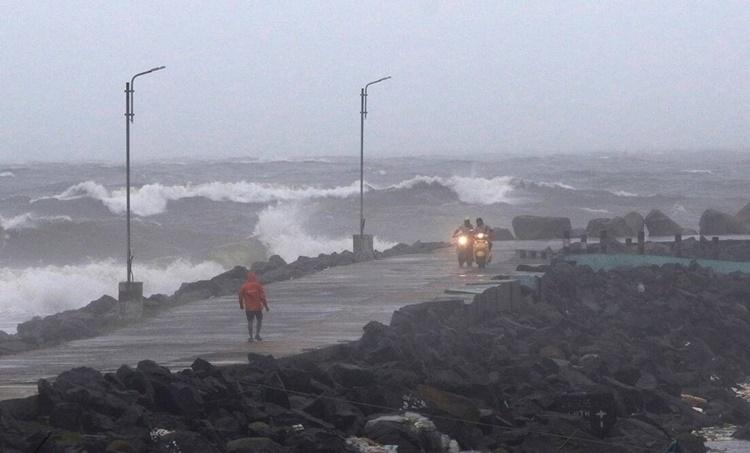 cyclone burevi, cyclone burevi news, burevi tamil nadu, tamil nadu cyclone, kerala cyclone, kanyakumari, pamban, kerala weather, tamil nadu weather, sri lanka cyclone, indian express