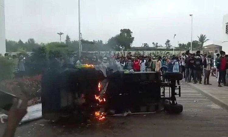 Narsapura plant, Narsapura plant violence, Narsapura plant protest, bengaluru Narsapura plant protest, bangalore news, karnataka news, ഐഫോൺ ഫാക്ടറി, തല്ലിത്തകർത്തു, ie malayalam