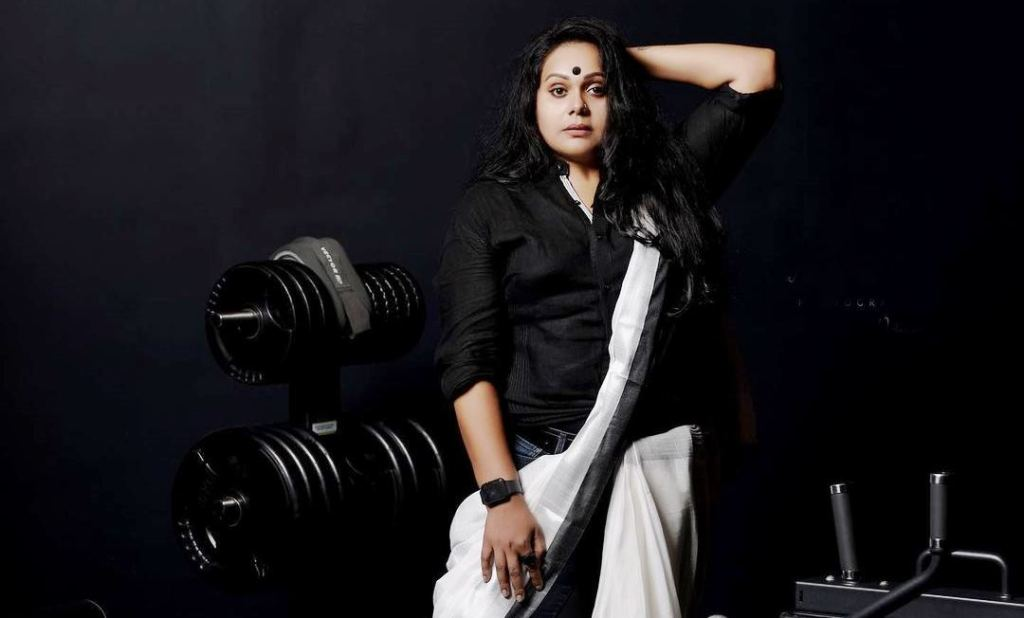 rekha ratheesh, രേഖ രതീഷ്, serial artist, സീരിയൽ നടി, serial news, ie malayalam, ഐഇ മലയാളം