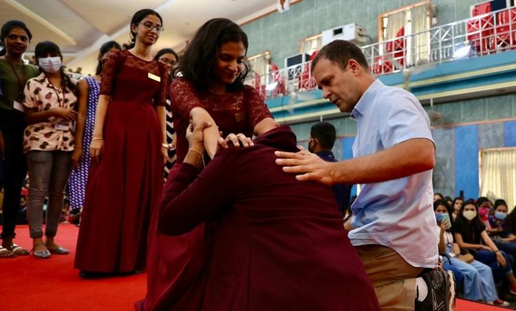 Kerala Assembly Elections 2021, നിയമസഭാ തിരഞ്ഞെടുപ്പ് 2021, Rahul Gandhi, രാഹുല് ഗാന്ധി, Aikido Martial Arts, അക്കിഡൊ,UDF, യുഡിഎഫ്, St. Theresa's College, രാഹുല് ഗാന്ധി സെന്റ്. തെരേസാസ് കോളജ്, Rahul's Video teaching Aikido, IE Malayalam, ഐഇ മലയാളം