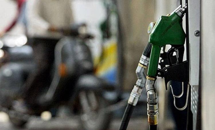 Petrol price, പെട്രോള് വില, Diesel price, ഡീസല് വില, petrol price hike, diesel price hike, ഇന്ധനവില വര്ദ്ധിക്കുന്നു, petrol diesel new rate, പെട്രോള് ഡീസല് പുതിയ നിരക്ക്, Indian Express Malayalam, ഇന്ത്യന് എക്സ്പ്രസ് മലയാളം, IE Malayalam, ഐഇ മലയാളം