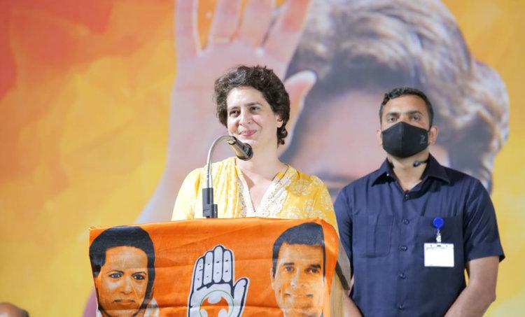 Priyanka Gandhi, പ്രിയങ്ക ഗാന്ധി, Congress, കോൺഗ്രസ്, CM Pinarayi Vijayan, മുഖ്യമന്ത്രി പിണറായി വിജയൻ, Gold Smuggling Case, സ്വർണക്കടത്ത് കേസ്, Kerala Assembly Election 2021, കേരള നിയമസഭ തിരഞ്ഞെടുപ്പ്, iemalayalam, ഐഇ മലയാളം