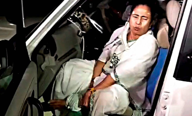 Mamata Banerjee, Mamata Banerjee news, Mamata Banerjee injured, Mamata Banerjee in Nandigram, Nanndigram, Indian Express news, TMC, BJP, West Bengal Assembly Elections 2021,ബംഗാൾ, മമത ബാനർജി, ie malayalam