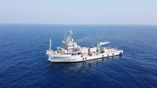 Ship, fisheries boat,Beypore, Mangalore, navy, search, rescue, നാവിക സേന, കപ്പൽ, ബോട്ട്, ബേപ്പൂർ, മംഗലാപുരം, ie malayalam
