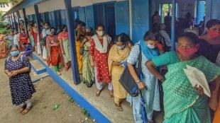 kottayam,vaccination,vaccination centre,publice involve,police publice,crowd,crowd vaccine,പൊലീസും ആളുകളും തമ്മിൽ വാക്കേറ്റം,police issue
