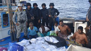 drugs, navy, kochi, drugs caught from cochin coast, മയക്കുമരുന്ന് വേട്ട, ലഹരി മരുന്ന് വേട്ട, ie malayalam