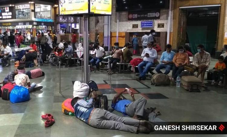 Migrant labours, അതിഥി തൊഴിലാളികള്, maharashtra covid, മഹാരാഷ്ട്ര കോവിഡ്, india covid, ഇന്ത്യ കോവിഡ്, lock down, ലോക് ഡൗണ്, india covid news, ഇന്ത്യ കോവിഡ്, india covid numbers, covid latest updates, കോവിഡ് അപ്ഡേറ്റ്സ്, covid malayalam news, covid vaccine, indian express malayalam, ie malayalam, ഐഇ മലയാളം