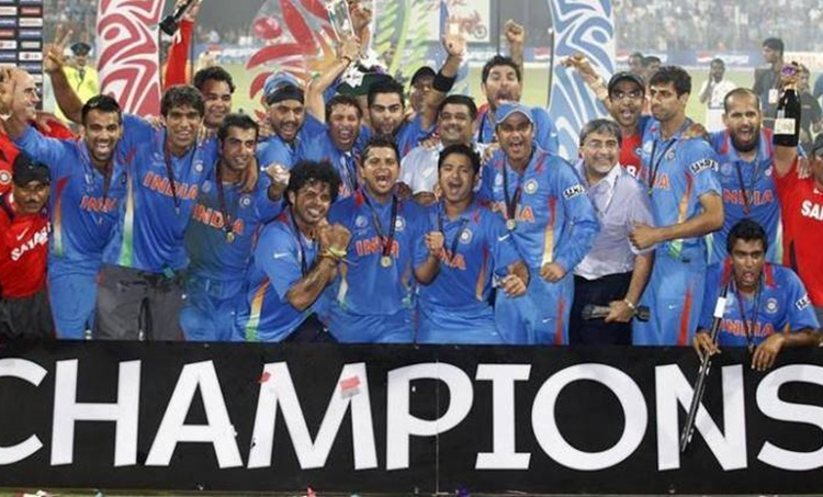India 2011 World Cup victory, India 2011 world cup, india vs sri lanka final, india vs sri lanka world cup final video, MS Dhoni, MS dhoni World cup finish, ms dhoni last ball six in wc final, ten years of Indias world cup victor, yuvraj singh, indian express malayalam, ie malayalam