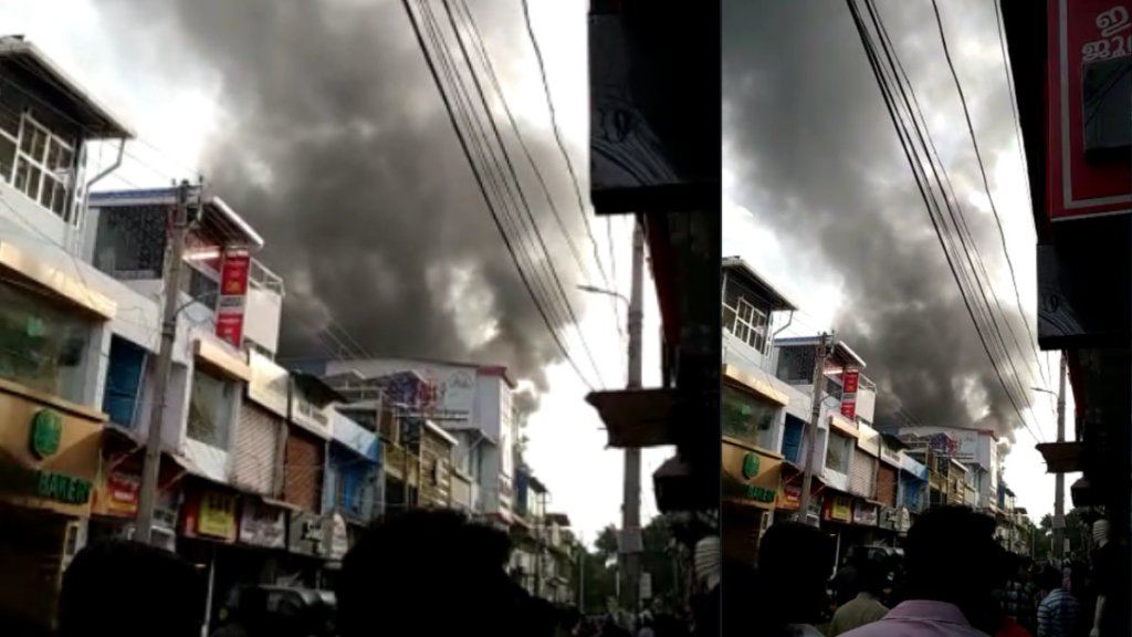 Fire, Chala Market, Thiruvananthapuram, Fire at Chala Market, Fire At Thiruvananthapuram, ചാല മാർക്കറ്റിൽ തീപ്പിടിത്തം, ചാലക്കമ്പോളത്തിൽ തീപ്പിടിത്തം, ചാല, ചാലയിൽ തീപ്പിടിത്തം, തിരുവനന്തപുരം, mnalayalam news, kerala news, latest malayalam news, ie malayalam