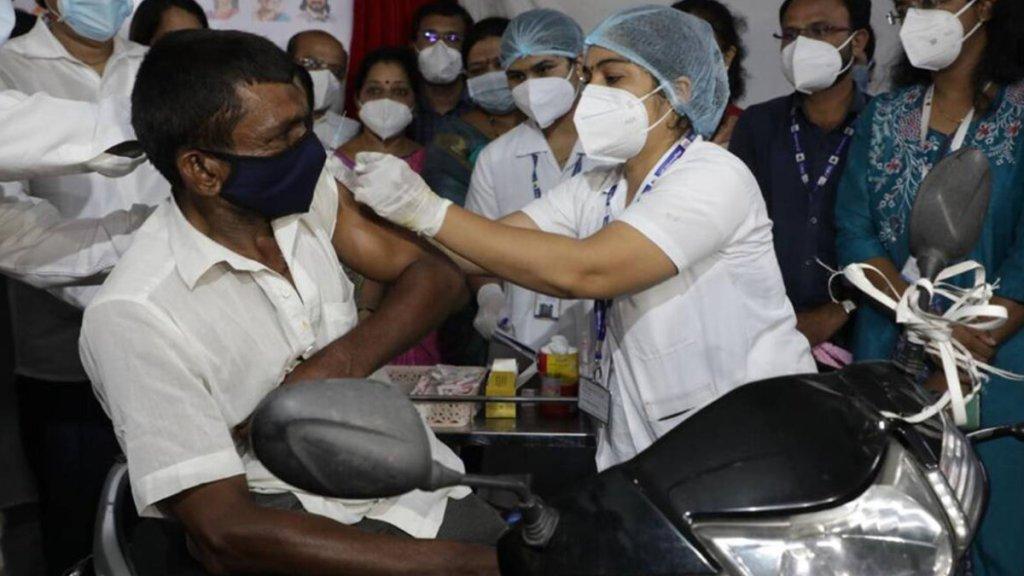 India Covid-19, India covid-19 cases, India covid-19 vaccine, supreme court covid-19, supreme court grills centre covid-19, supreme court centre vaccine policy, supreme court news, delhi news, India covid-19 vaccine news, Indian Express, കോവിഡ്, കോവിഡ് വാക്സിൻ, വാക്സിൻ, news, malayalam news, news in malayalam, ie malayalam