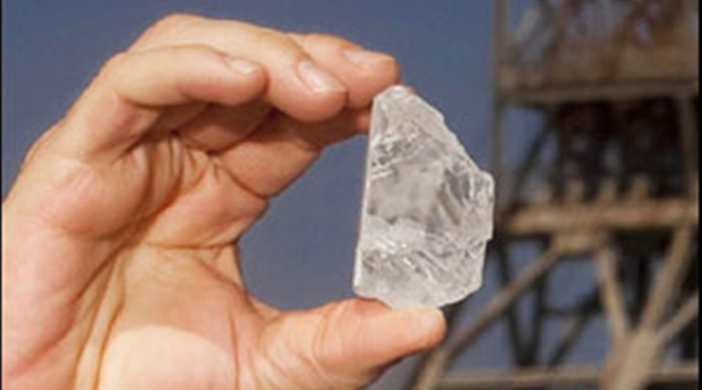 Diamond rush, Diamond rush south africa, Kwahlathi village, South Africa, diamond digging video, വജ്രം കുഴിച്ചെടുക്കാൻ ജനപ്രവാഹം