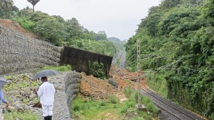 Konkan Railway, traffic disrupted in Konkan train route, Landslides affect Konkan rail route, landslip, southern railway, heavy rain in Konkan, Mangaluru Junction, Konkan route train timing, ie malayalam