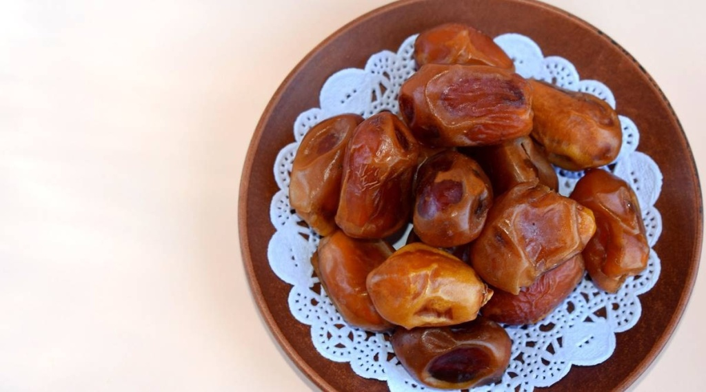 dates health benefits, when to eat dates, where to buy dates, rujuta diwekar, monsoon foods, healthy food for monsoon