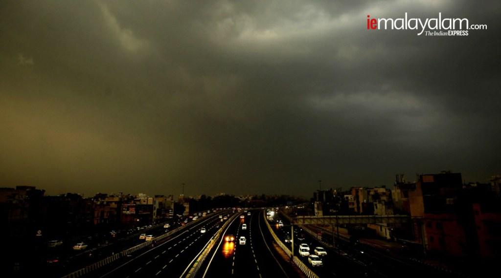Rain , Monsoon, Umbrella, മഴ , Iemalayalam, EXPRESS PHOTO BY PRAVEEN KHANNA