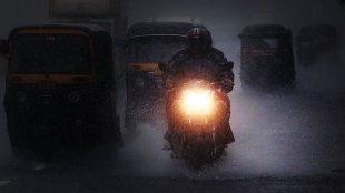 Kerala Rain Updates, കാലാവസ്ഥ മുന്നറിയിപ്പ്, Heavy Rain, ശക്തമായ മഴയ്ക്ക് സാധ്യത, Yellow Alert, യെല്ലോ അലര്ട്ട്, Yellow Alert in two districts, Pathanamthitta, Idukki, Latest Malayalam News, IE Malayalam, ഐഇ മലയാളം